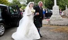 《权力的游戏》CP婚礼 新娘Rose Leslie身穿Elie Saab婚纱