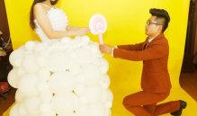 青岛:男子吹600个气球为女友做婚纱